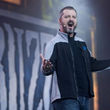 Largohet veterani i Blizzard, Chris Metzen